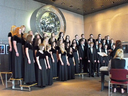 The New Bremen High School Choir performing the Ohio State Capital Building